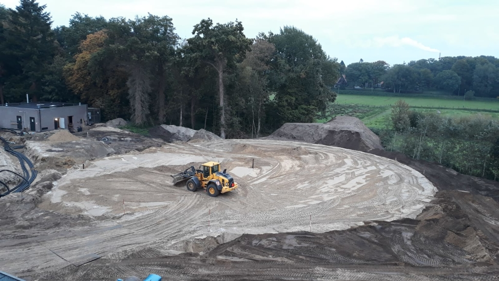 Terrein wordt bouwklaar gemaakt  voor de realisatie van het ronde gebouw